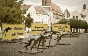 Kunst gegen Hass und Gewalt: Die Wölfe sind zurück @ Bahnhofsvorplatz (Willy-Brandt-Platz)