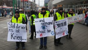 Stell dir vor: Es ist Krieg, und niemand schaut hin ... (Infostand) @ Gegenüber Alter Markt (Karstadt)